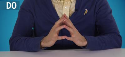 les doigts qui forment une cloche en entretien